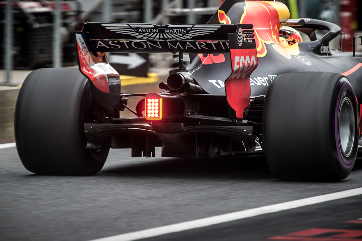 Verstappen: A Mercedes minden egyes kanyarban gyorsabb a Red Bullnál