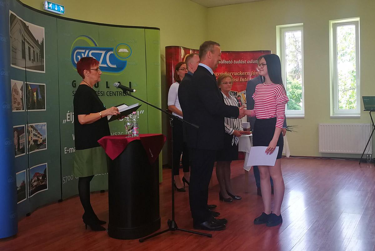 A pedagógusokat és a szakmai versenyen díjazott diákokat köszöntötték Gyulán
