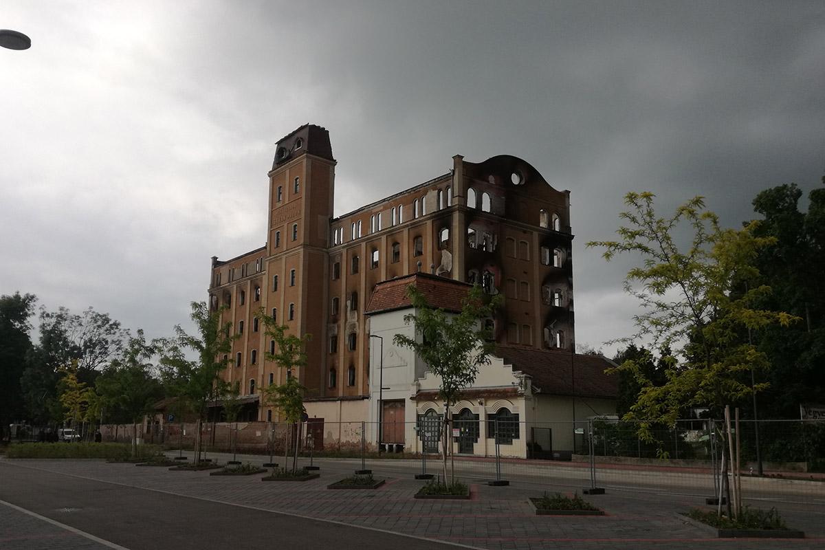 Békéscsabai malomtűz – Megerősítik a kiégett épület szerkezetét