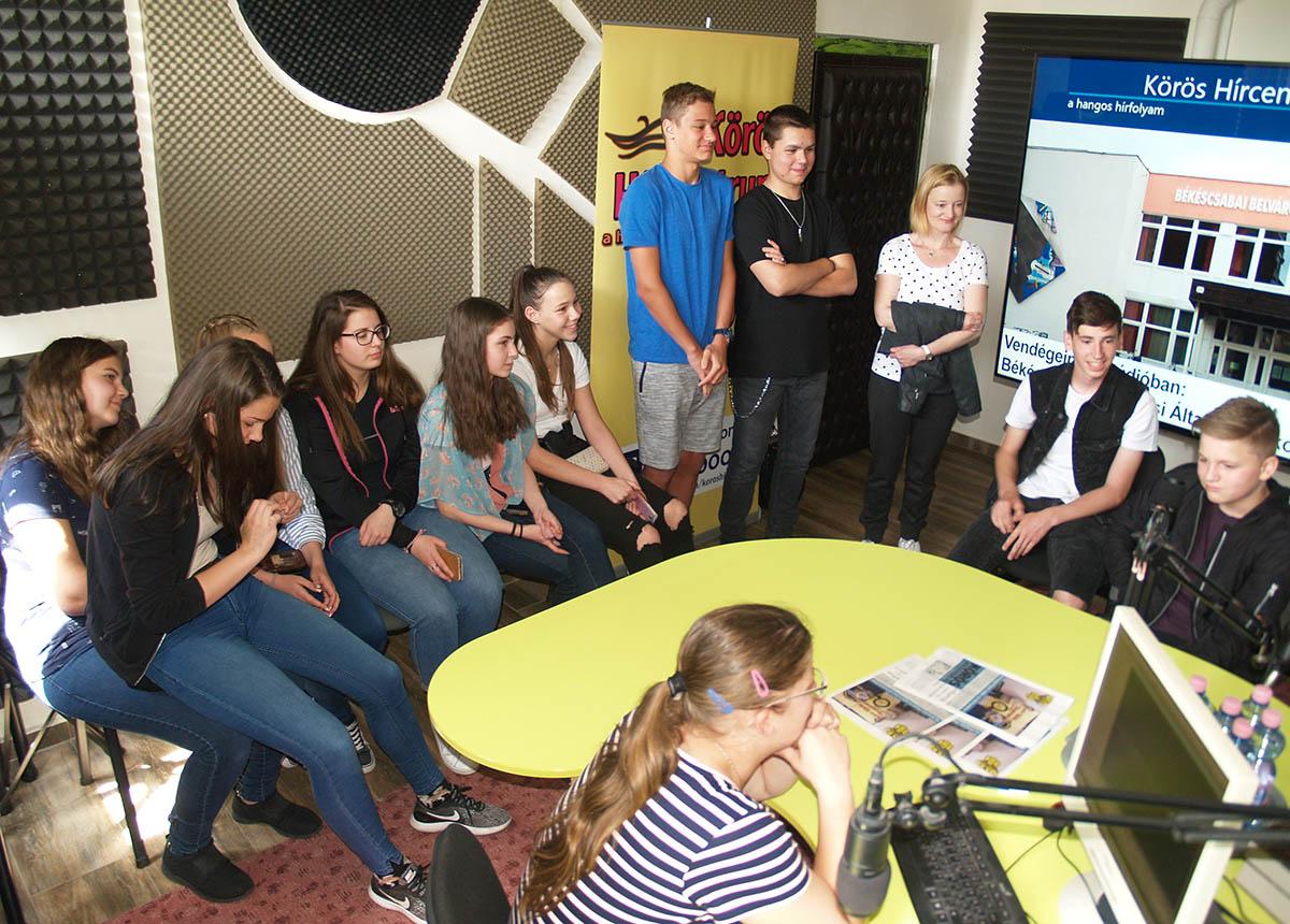 A Belvárosi Általános Iskola és Gimnázium tanulói ismerkedtek a média világával