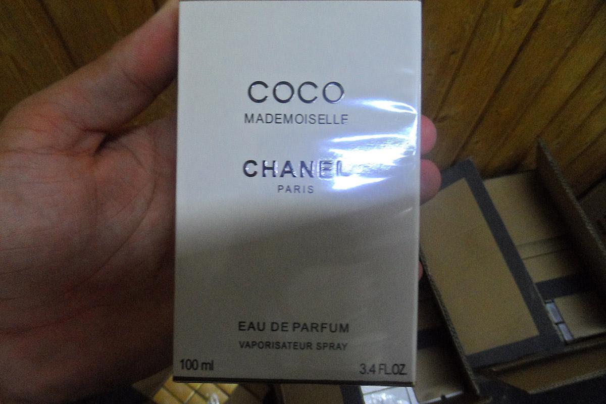Mintegy 45 millió forint értékű hamis parfümöt foglaltak le