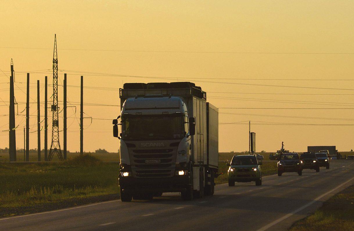 Nem engedik be Csehországba negatív teszt nélkül a külföldi kamionosokat