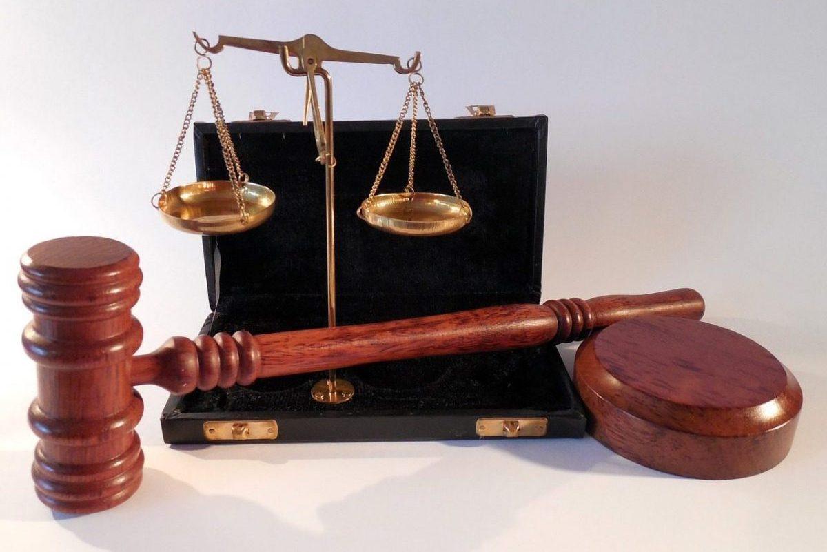 Vádemelés embercsempészés miatt