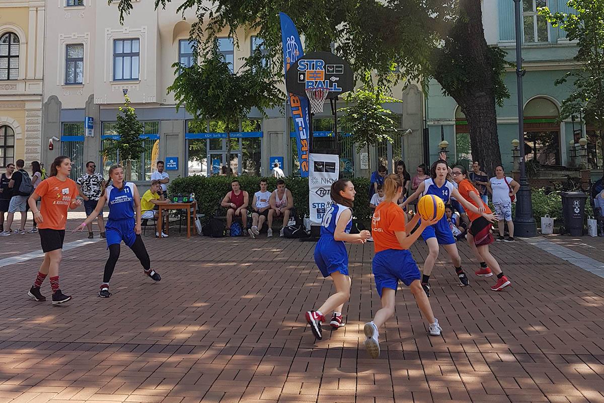 Benépesült a főtér, zajlik a 22. Streetball Fesztivál