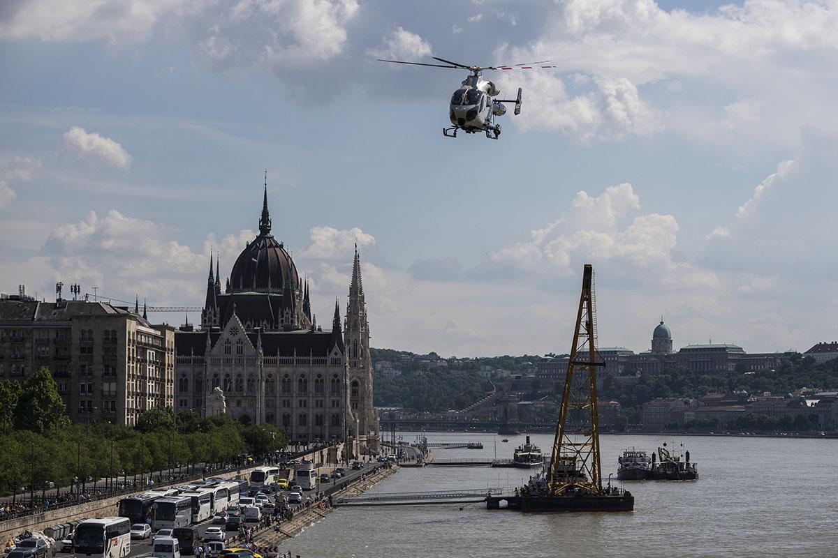 Dunai hajóbaleset – TEK: már csak a Clark Ádám darut várják a baleset helyszínére