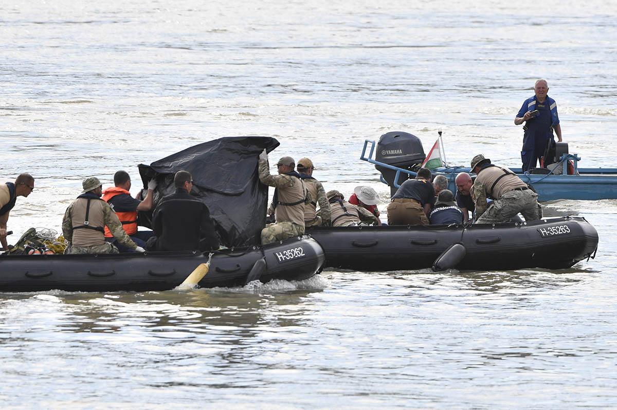 Dunai hajóbaleset – TEK: felszínre hoztak egy holttestet
