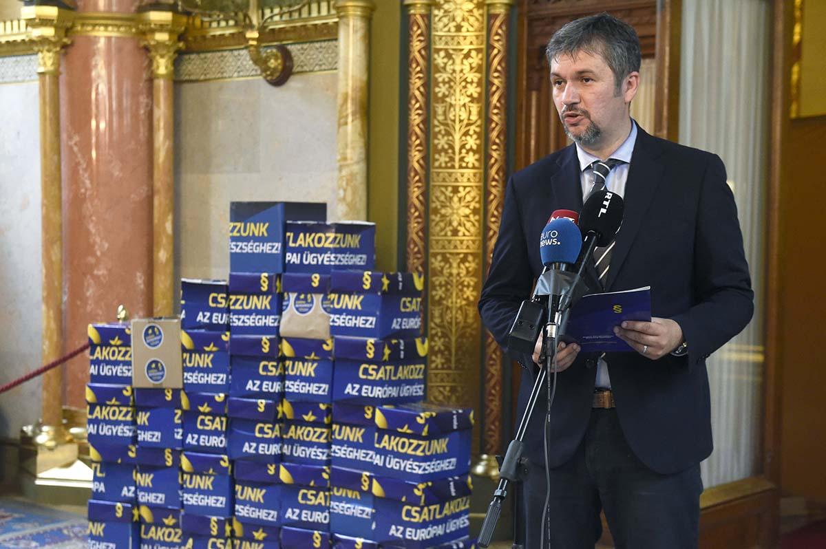 Hadházy: 680 ezer aláírás gyűlt össze az uniós ügyészséghez csatlakozás érdekében