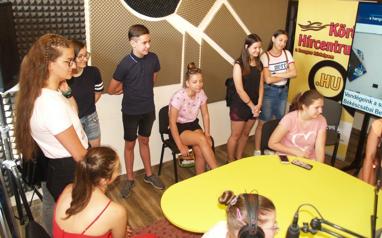 Újabb diákcsoport látogatott a Körös Hírcentrum stúdiójába