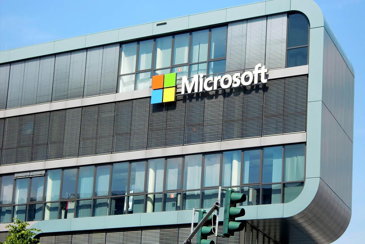 Iskolai csapatokat készít fel a 21. századi oktatásra a Microsoft