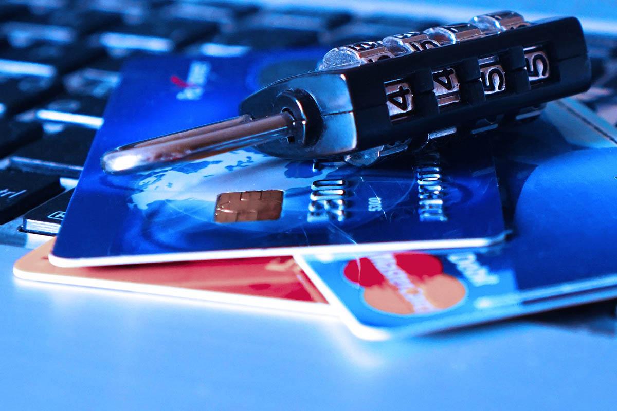 Több mint 100 ezer bankszámla-tulajdonos nem azonosította magát