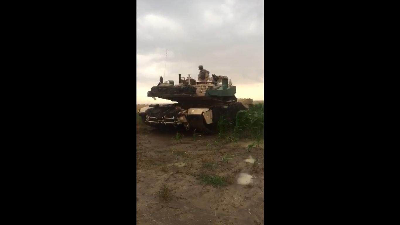 Eltévedt amerikai tankok rohanták le a román kukoricaföldeket