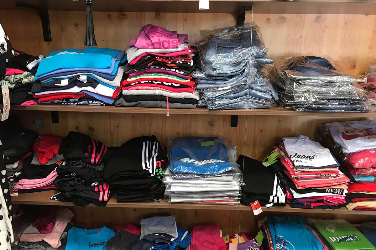 Szinte az összes ruhát lefoglalta a NAV