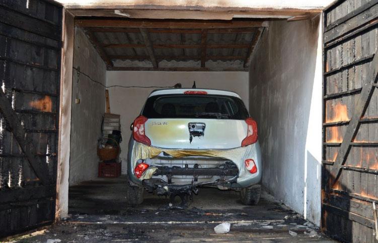 Olajjal lelocsolta, majd felgyújtotta egy garázs ajtaját egy férfi Szarvason