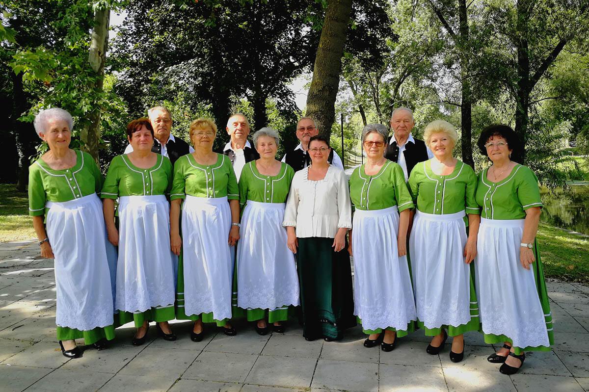 Új ruhákat kaptak a Békési Hagyományőrző Dalkör tagjai