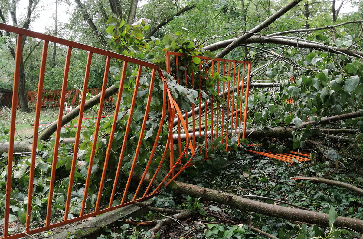 """A Lencsési """"Napsugárovi"""" kerítése is megrongálódott a tegnapi viharban"""