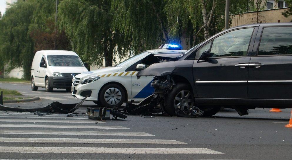 Két autó karambolozott Békéscsabán