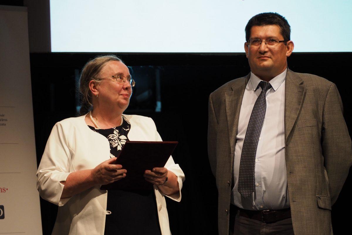 Országos kitüntetést kapott Dézsi János könyvtárigazgató
