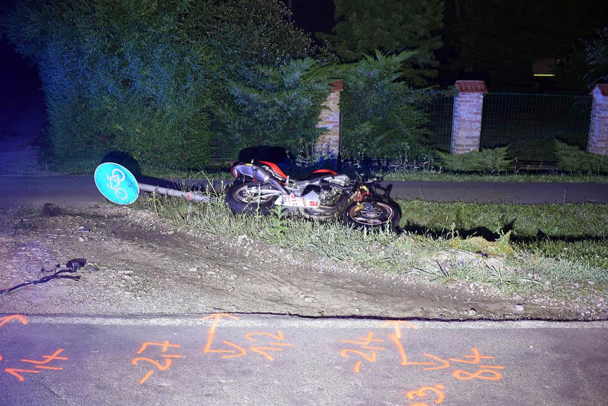 Őzzel ütközött egy motorkerékpáros Békés határában, teljes az útzár