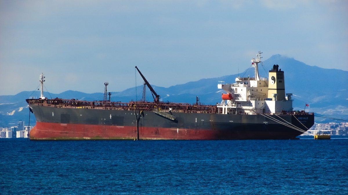 Felrobbanhat és óriási környezeti katasztrófát okozhat egy elhagyott olajszállító hajó
