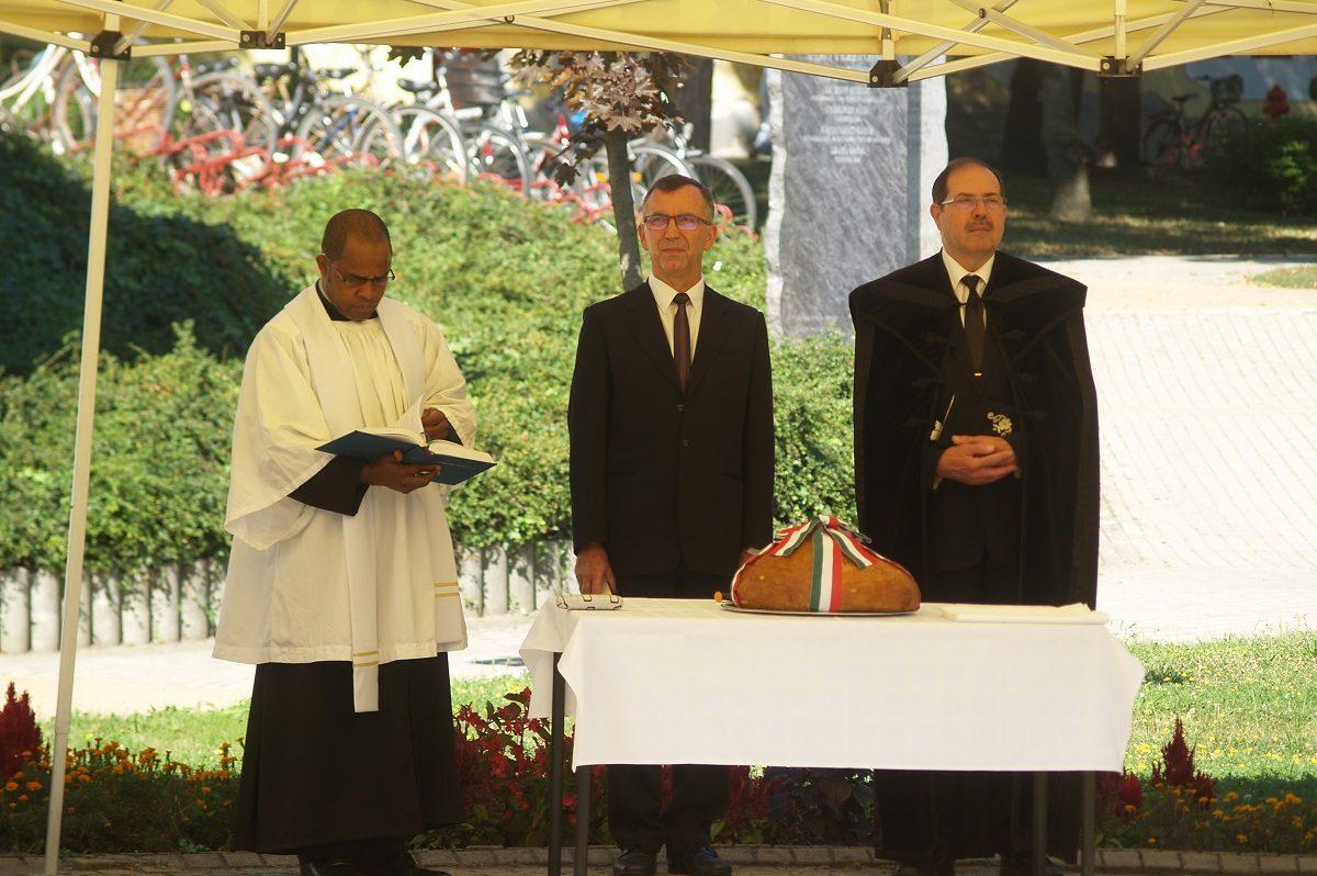 Békésen is felszentelték az új kenyeret államalapításunk ünnepén