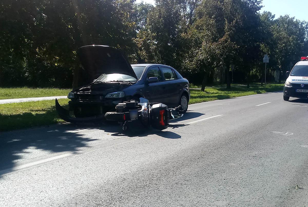 Motorossal ütközött össze egy autó Békéscsabán