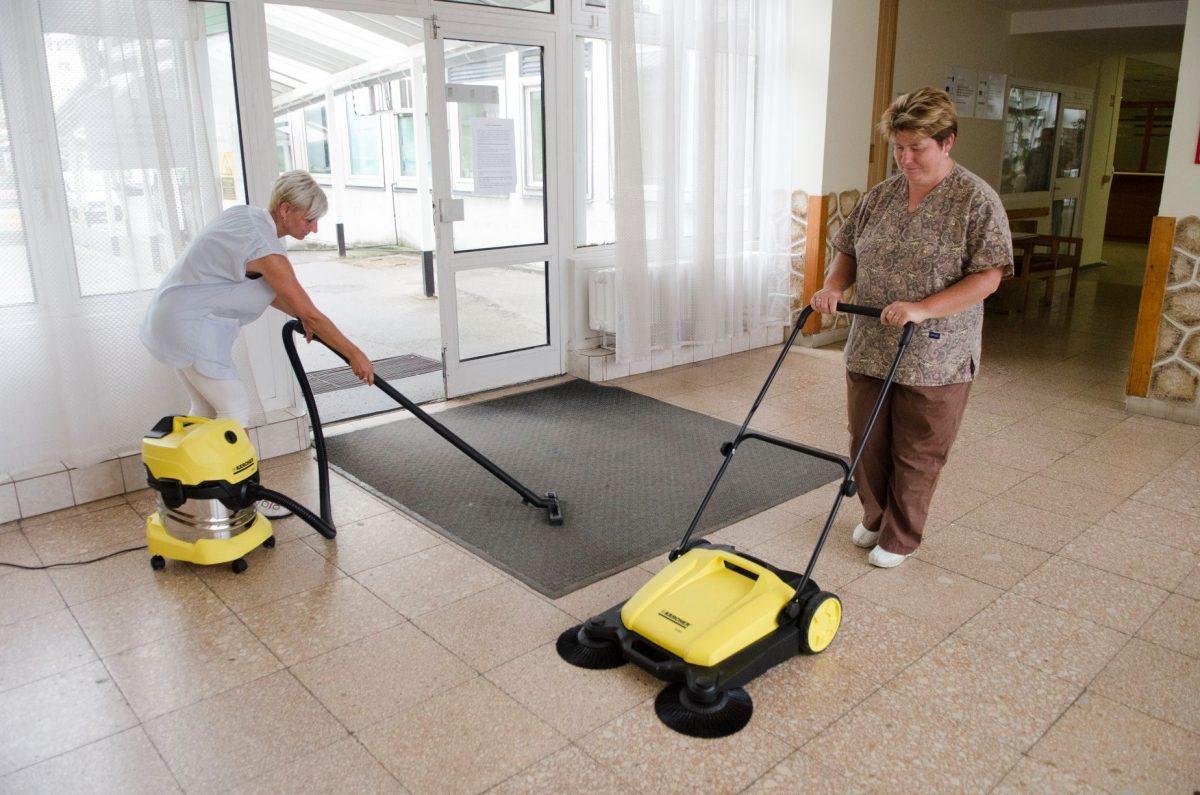 Két új takarítógéppel gazdagodott az Orosházi Kórház
