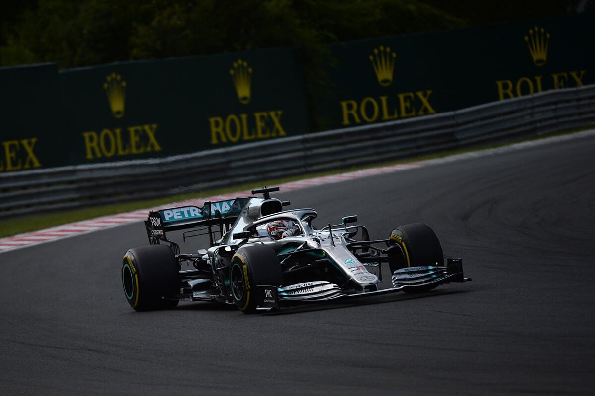 Bahreini Nagydíj: Hamilton nyerte az első szabadedzést
