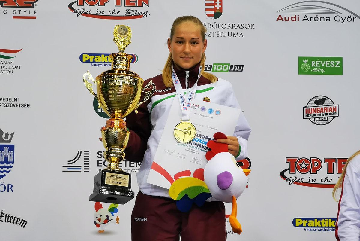 Kick-box Európa-bajnokság: jól szerepeltek a lányok a pénteki napon
