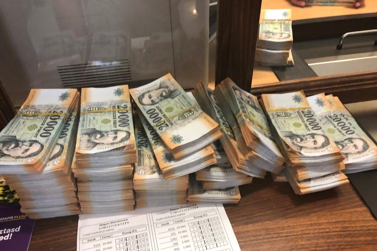 800 millió forintot foglalt le a NAV vagyontárgyban és készpénzben