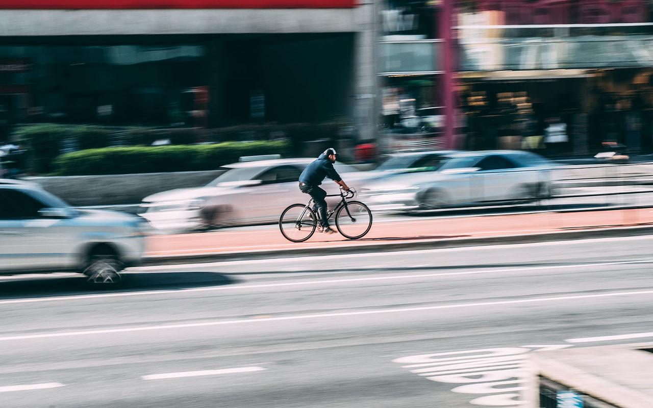 Zebrán, járdán biciklivel?