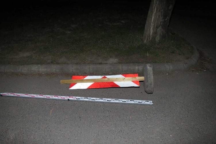 Közlekedési táblákat borogattak Békéscsabán, tetten érték őket