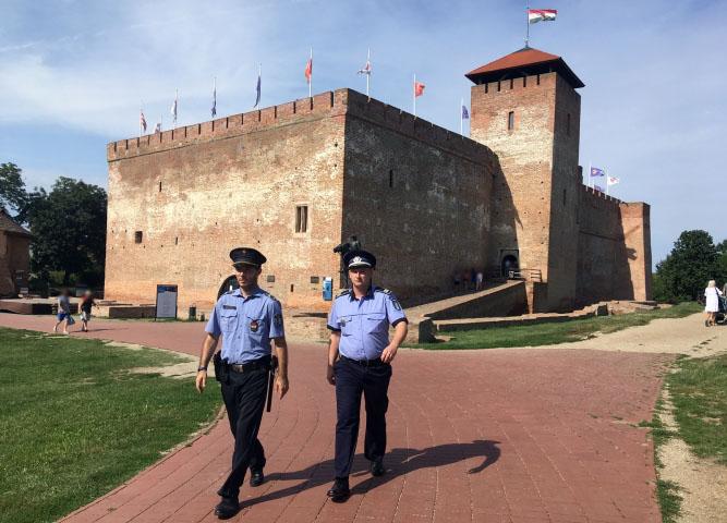 Magyar és román rendőrök közösen teljesítenek járőrszolgálatot Gyulán