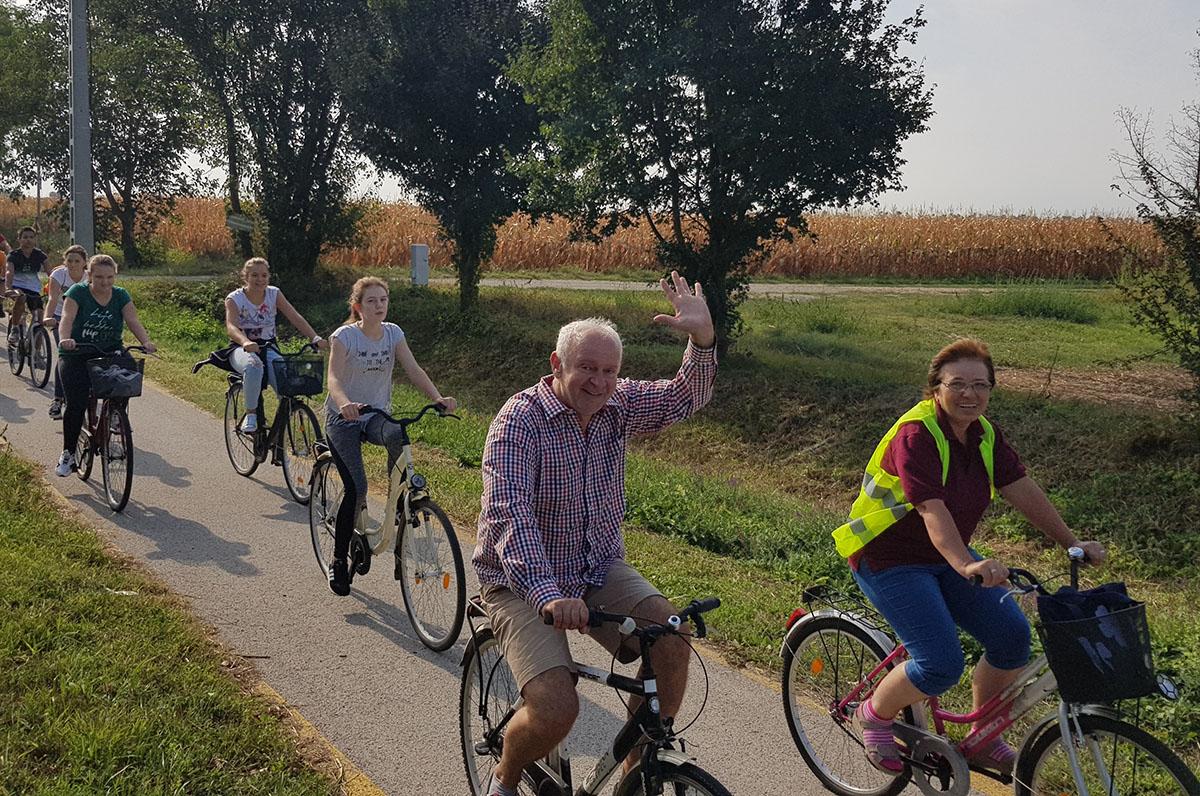 Herczeg Tamás együtt kerékpározott a kétsopronyi fiatalokkal