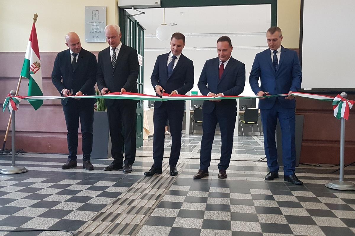 A békéscsabai vasútállomáson nyílt meg a megye 16. kormányablaka