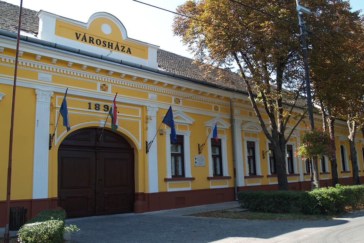 Befejeződött a Polgármesteri Hivatal energetikai korszerűsítése Tótkomlóson