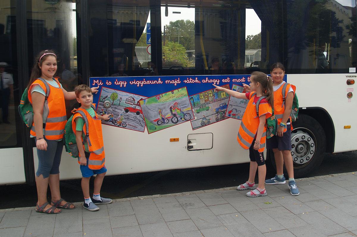 A Rendőrség és a Dakk Zrt. közösen indított iskolabuszt