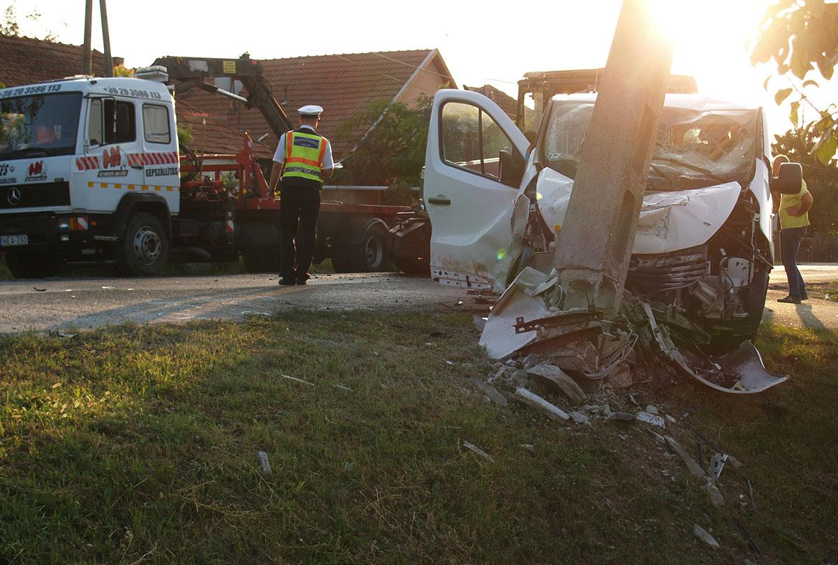 Összeütközött egy traktor és egy kisbusz Dobozon, többen megsérültek
