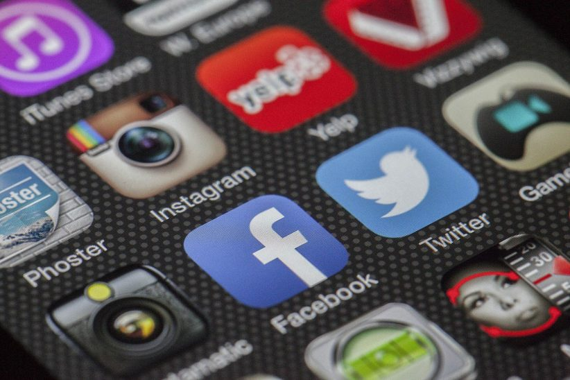 Social media, facebookra