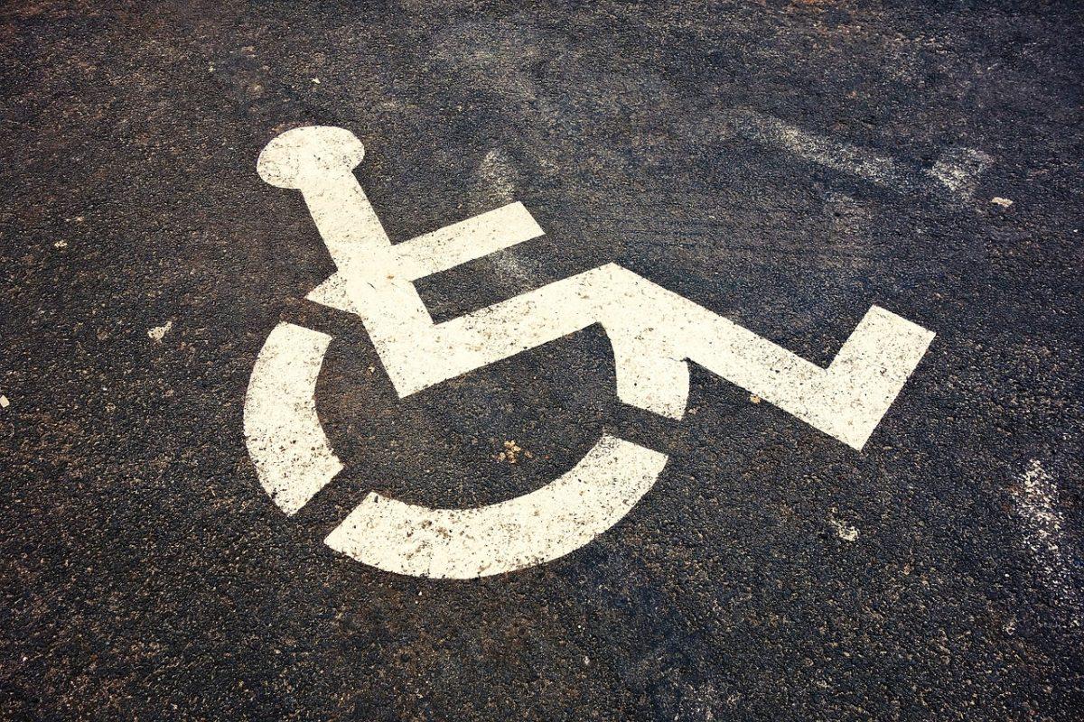 Tovább egyszerűsödik a mozgáskorlátozott parkolási igazolvány igénylése