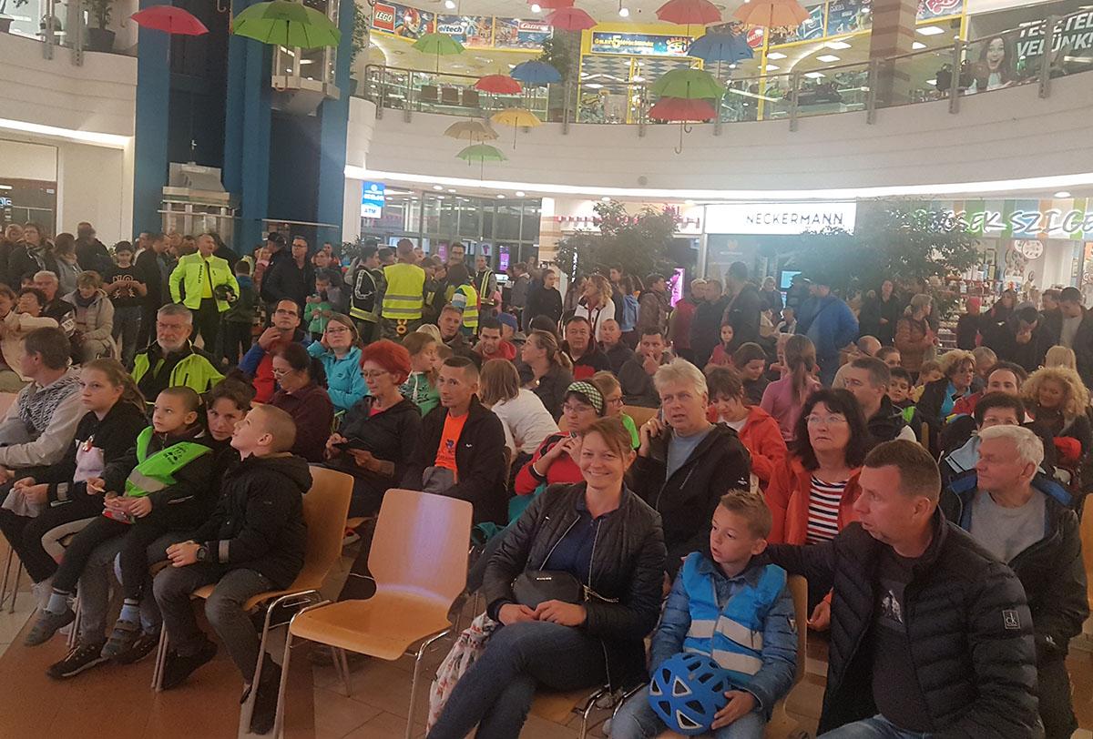 Közel kétezren vettek részt megyeszerte a megvilágosodás napján