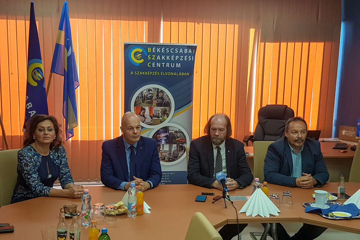 Valódi párbeszéd a Nemzeti Pedagógus Kar kihelyezett ülésén