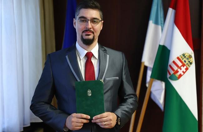 Honvédelmi kitüntetést kapott dr. Smiri Sándor hivatalvezető helyettes