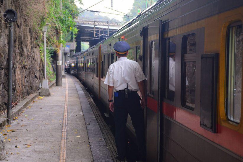 vonat, bliccelő, kalauz