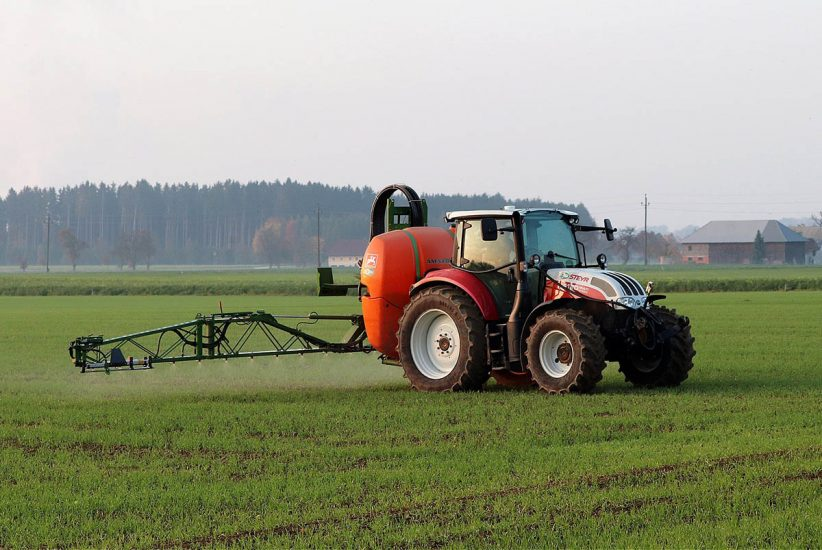 traktor, permetezés