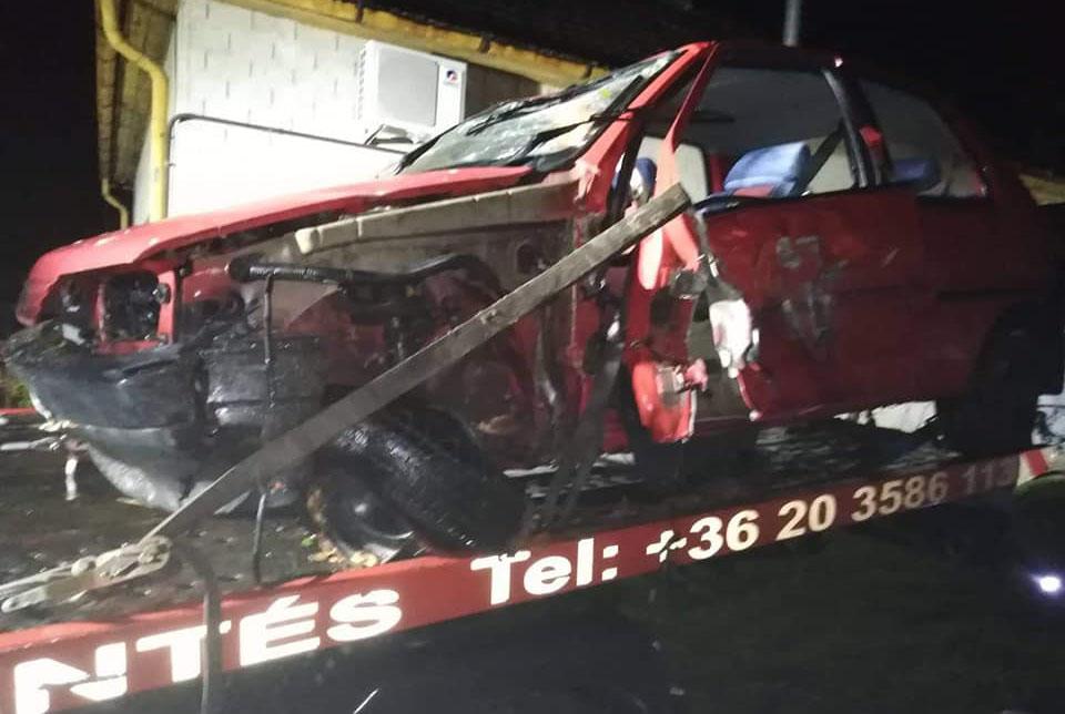 Két személygépkocsi ütközött össze Tarhos és Vésztő között