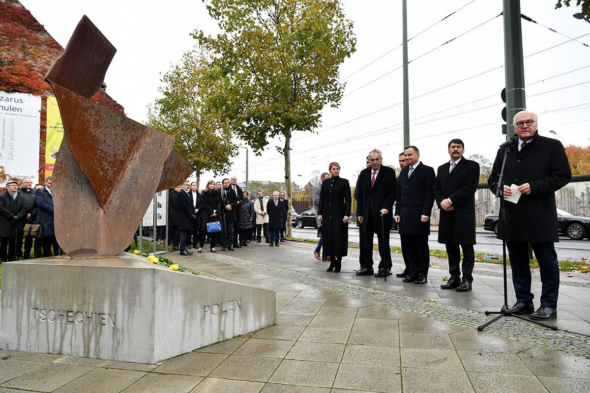 A visegrádi négyek államfőivel ünneplik Berlinben a fal ledöntésének 30. évfordulóját
