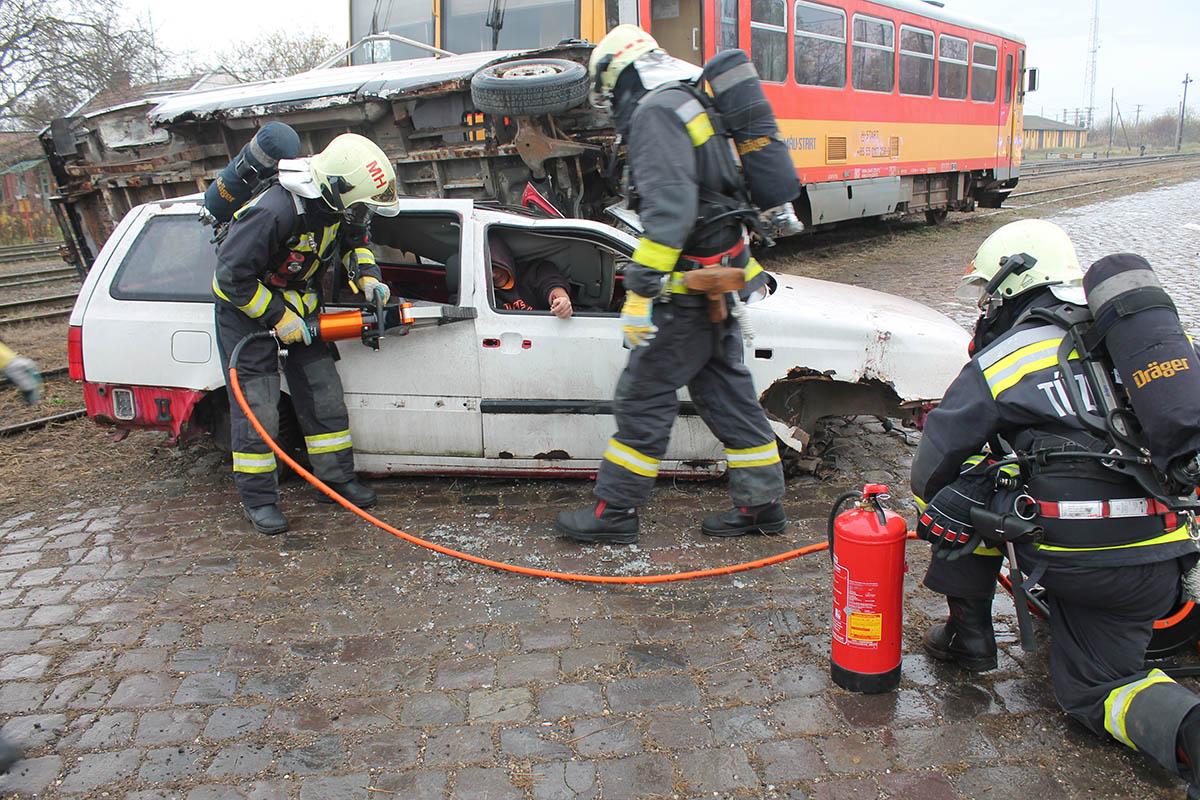 Tömeges vonatbaleset történt Tótkomlóson – gyakorlatozott a katasztrófavédelem