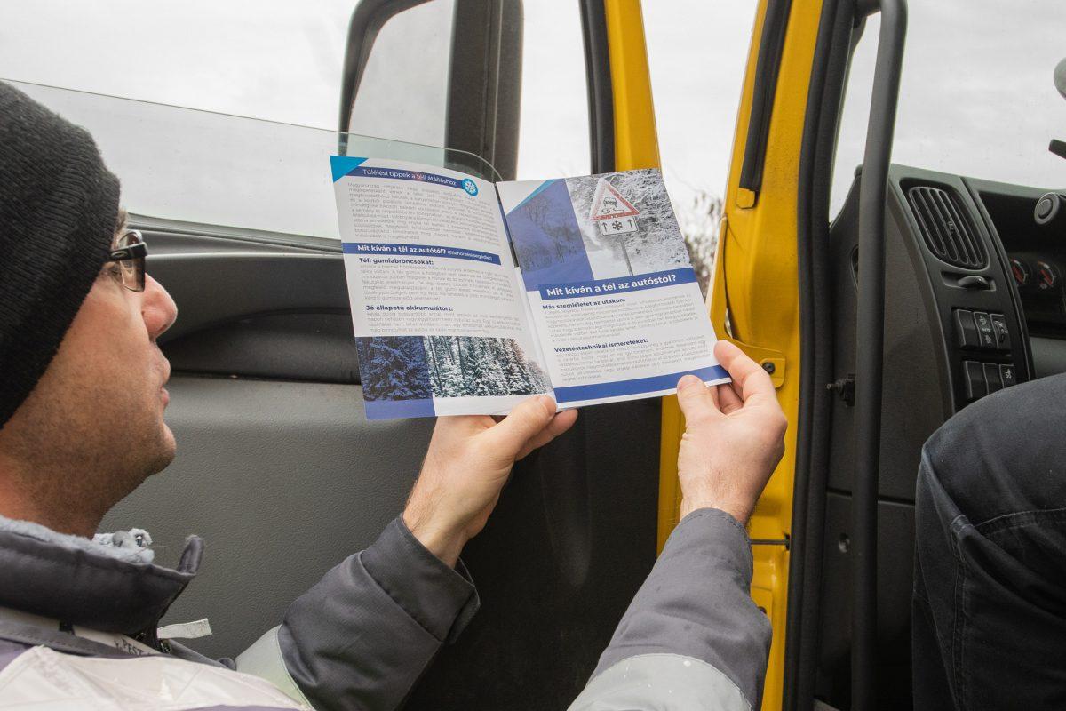 Tájékoztató füzettel hívják fel a figyelmet a járművek téli felkészítésére