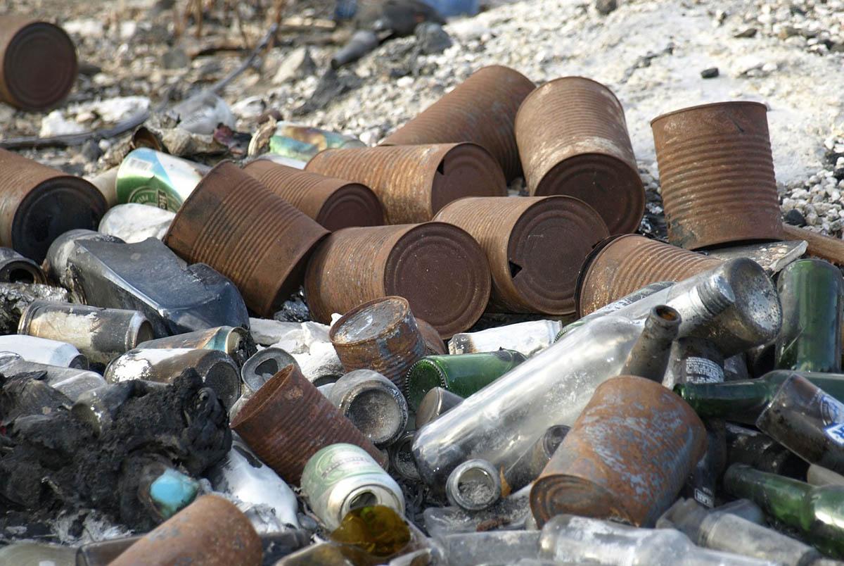 Egy év alatt több mint 2255 tonna illegális hulladékot szállíttatott el a MÁV