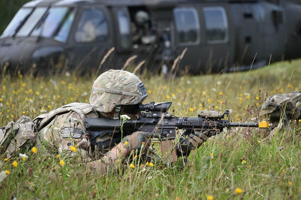 NATO-főtitkár: a szövetségesek jelentősen növelik a védelmi kiadásaikat